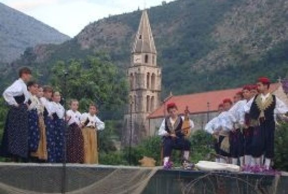 VI. encounters of folk dance groups of Dubrovnik and Neretva county in Slano